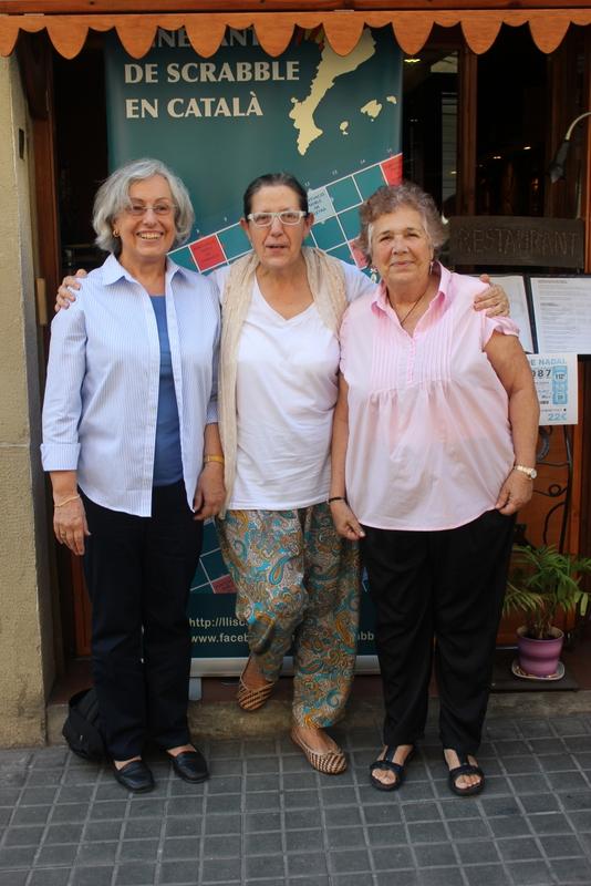 4. LES GATES: Rosa Maria Cot, Marga Colillas i Magda Falcó