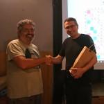 Xavier Albons lliura el premi de la DISCA de Molins a Carles Cassanyes